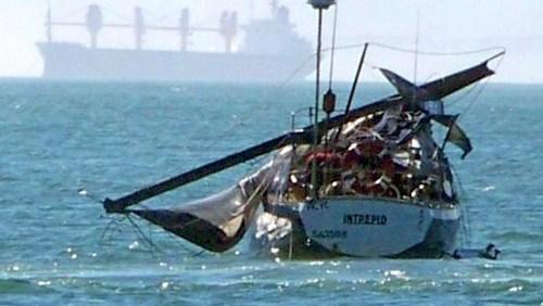Dismasted boat